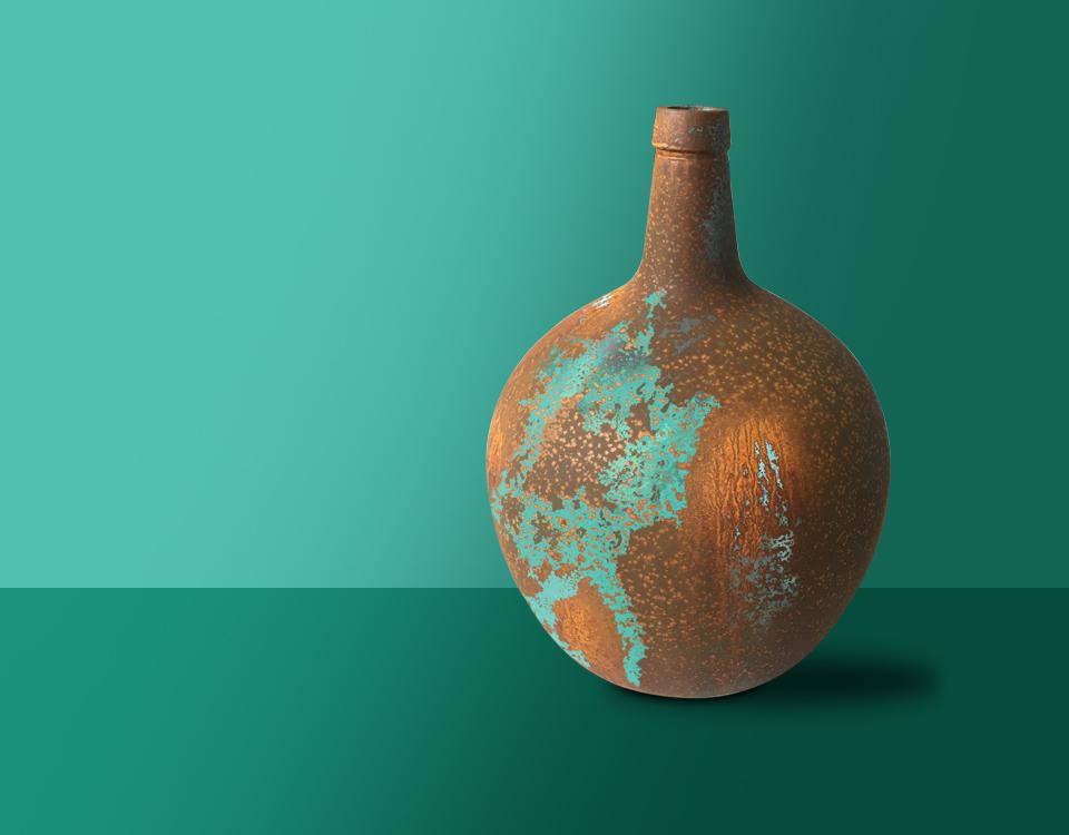Efecto acero corten cardenillo aplicado sobre un jarrón decorativo.